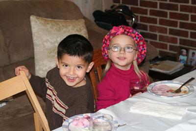 kids-eating-thanksgiving-11-08