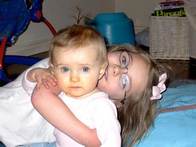 sister-hugs